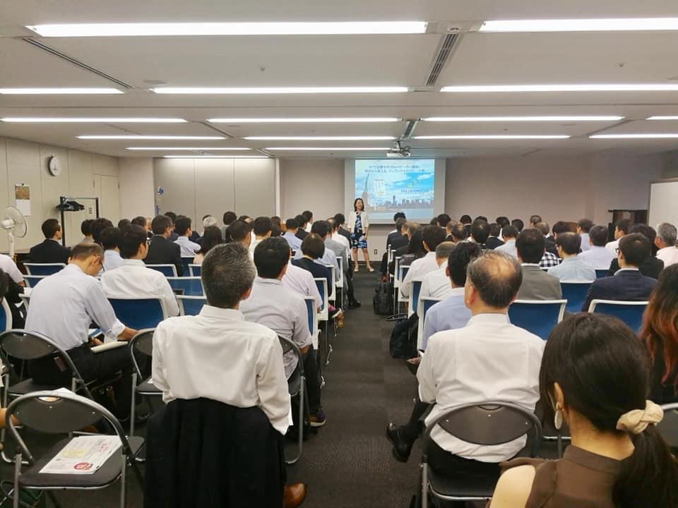 日本での出版記念講演会の様子